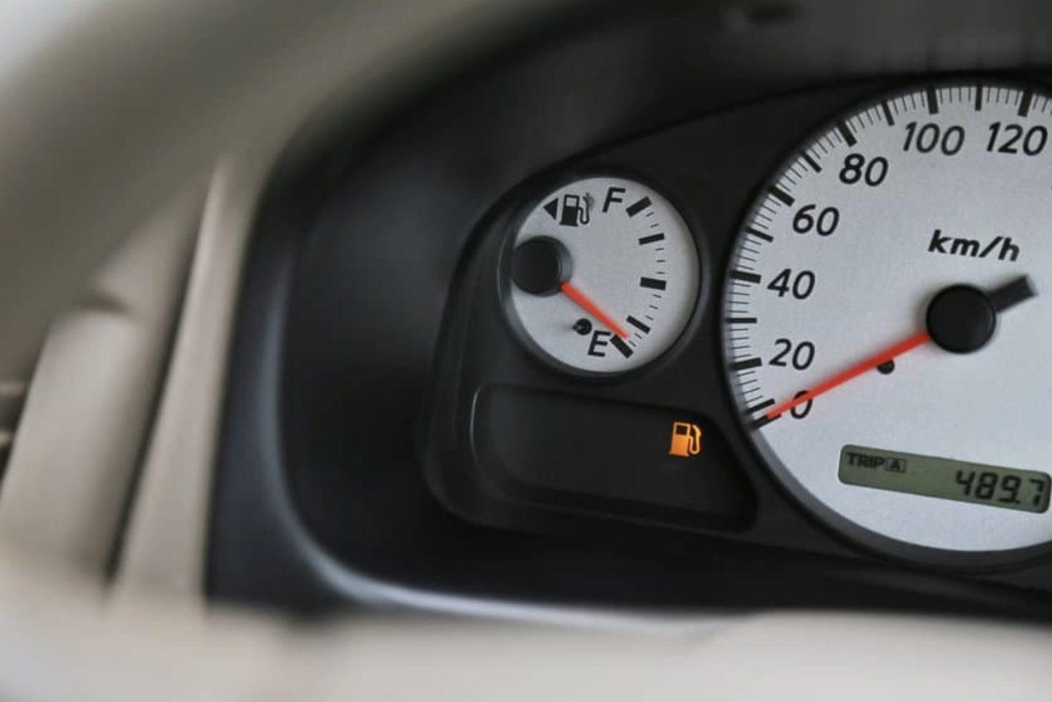 短時間の仮眠でも要注意! アイドリングしながらの車中泊に潜む危険とは?